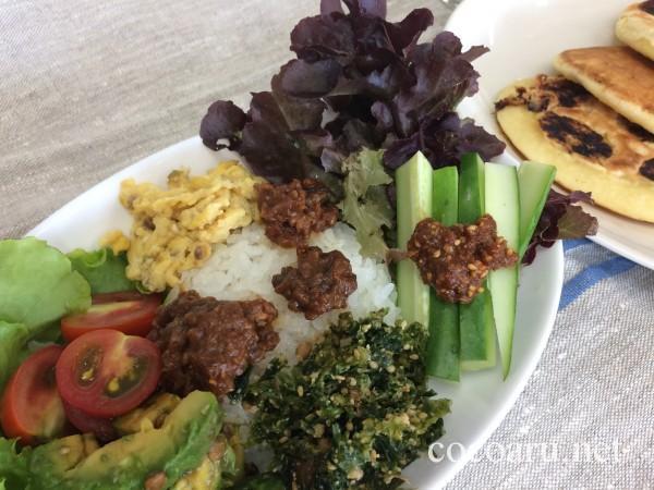 各種の醤(ひしお)のせプレートご飯