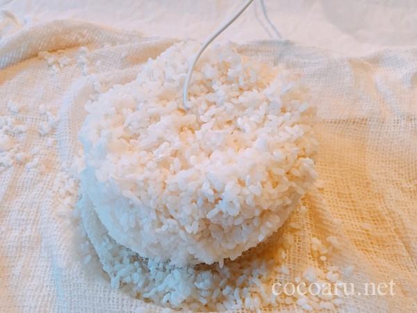 米麹の作り方!ヨーグルティア編:包み込みから約24時間後2回目の切り返しのため麹を出す