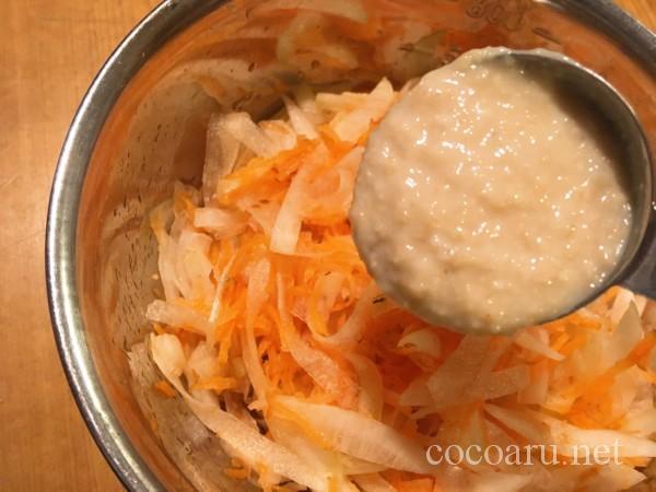 柿酢のレシピ:柿酢なます:甘酒を入れて混ぜる