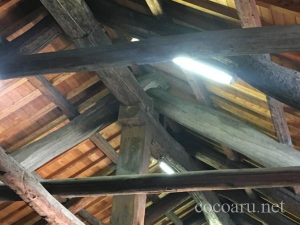 まるや八丁味噌 工場見学(屋根の木材にびっしりと乳酸菌や発酵菌が)